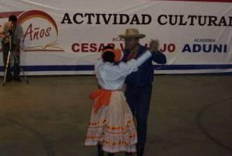 Participa ballet folclórico cabeño Manicari Pericú en Festival en Perú