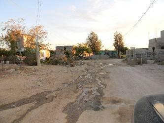 Molestos los vecinos de la colonia Cangrejos por la falta de drenaje