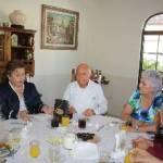 Esthela Ponce agradeció la buena disposición de los ciudadanos presentes en la reunión: la señora Beatriz Thomas y los profesores Enrique Estrada y Antonio Núñez, así como los anfitriones, la maestra Alicia Gallo y su esposo, Blas Moreno.