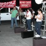 Eduardo Rafael Luna Chávez, presidente de la asociación, invitaba a más personas a unirse, plantado en un kiosco estoico, pero la manifestación no congregó a tantos como esperaba.