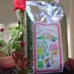 Los territorios zapatistas, en sus Juntas de Buen Gobierno, realizan trabajos como la producción de café, distribuido a través de conexiones con colectivos, como Los Cafetos, que exportan a diferentes partes del mundo y distribuyen en México.