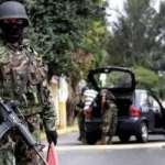 Las autoridades judiciales reportaron que la noche del lunes pasado, por lo menos 20 hombres armados a bordo de diez vehículos abrieron fuego, primero contra la fachada de la Policía Municipal, luego a viviendas, a la sucursal de Banamex y a la Alcaldía.