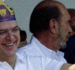 Marcelo Ebrad, jefe de gobierno del Distrito Federal, fue de los primeros en llegar, enarbolando su gran afición por los universitarios. Minutos después apareció el ex candidato presidencial priísta, Francisco Labastida Ochoa, quien no mostró colores de preferencia futbolera.