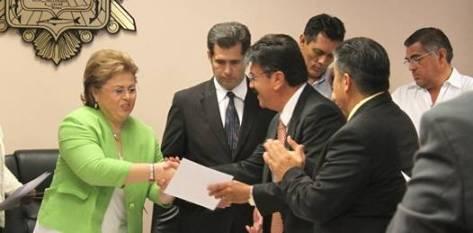 Al término de la sesión en las mismas instalaciones del sala de cabildo la presidenta municipal hizo entrega de los titulares de áreas que trabajarán y coordinarán el desarrollo de las actividades del XIV Ayuntamiento.