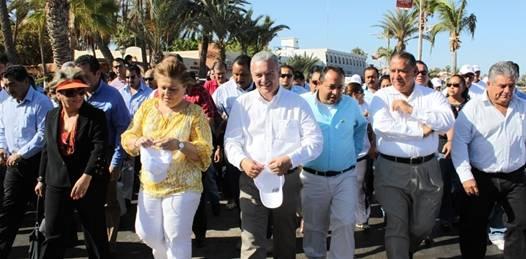 Pagos puntuales de quincena demandan burócratas durante el desfile del Trabajo