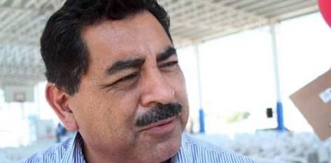 Alberto Espinoza Aguilar, titular de la Secretaría de Educación Pública (SEP) en Baja California Sur (BCS), comenta que a pesar de ser una institución a la que se le canaliza casi el cincuenta por ciento del presupuesto del Estado, cuenta con problemas básicos, como escasez de vehículos de transporte, tanto de alumnos como de personal.