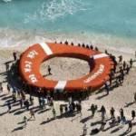 """Lanzar momentáneamente un salvavidas al mar con un llamado para salvar el Área Nacional Protegida de Cabo Pulmo, en Baja California Sur, contó con el visto bueno correspondiente de la Semarnat, a través de la Comisión Nacional de Áreas Naturales Protegidas (CONANP), según consta en el oficio de """"no objeción"""" ."""