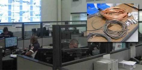 """Los ladrones se hicieron del """"cobre de las líneas de comunicación"""" de una de las tres repetidoras de C4, la ubicada en el Cerro Atravesado (cuentan con una más en San Pedro y otra más en las instalaciones del Centro de Control en La Paz), por lo que hasta el día de hoy corporaciones de gobierno, seguridad, prevención y salud se encuentran limitadas en su comunicación."""