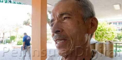 """En sus debates como candidata, la presidenta """"hablaba del cambio, hablaba de la democracia, hablaba de la justicia, y sin embargo hasta ahorita no nos ha atendido"""", asegura Profesor Ramón Nava Rojas."""