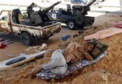 Bajo fuego tropas leales a Gaddafi mientras Libia celebra