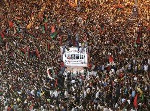 Se apoderan rebeldes libios de casi todo Trípoli