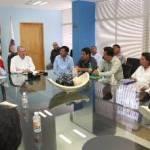 El Gobernador del Estado Marcos Covarrubias Villaseñor llamó a los taxistas y transportistas a privilegiar el diálogo para construir acuerdos que destraben añejos problemas que afectan al sector, en el marco de reuniones sostenida con ocho agrupaciones de taxistas y transportistas del municipio de Los Cabos.