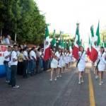 El desfile ofreció un total general de 95 banderas institucionales, 3 banderas de guerra, 4,564 personas, 54 vehículos, 2 motocicletas, 8 binomios canófilos y una cuadrilla aérea, todo registrándose sin novedad (además de una señorita a punto del desmayo mientras desfilaba justo frente al gobernador: fue sacada de la formación y atendida por paramédicos militares).