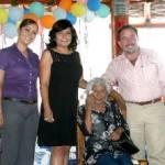 """parte la Presidenta del Sistema DIF, Gloria Gavarain de Agúndez agradeció a los presentes todos los años y la experiencia invertida en las familias de Los Cabos, """"muchas gracias por todo lo que han hecho por nosotros, los queremos mucho y nos llena de orgullo verlos sanos y con vida para seguir adelante""""; mencionó finalmente la titular de la Institución Social."""