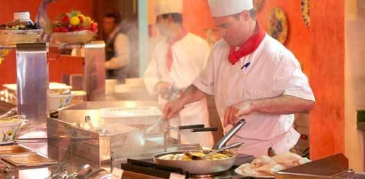 Resiste los embates de la crisis la industria restaurantera