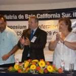 En el marco inaugural del IV Congreso Estatal de Pediatría, los médicos de los niños radicados en La Paz, presentaron su reconocimiento póstumo al Dr. Carlos Estrada Ruibal, fundador de la institución colegiada.