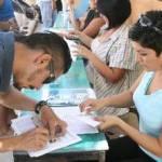 La maestra Guillermina Botello Ramírez, directora municipal de Educación, destacó que el pago del bono a maestro de primaria y secundaria muestra el interés y el compromiso que tiene el Presidente Municipal, José Antonio Agúndez Montaño, con la educación y con los que la hacen posible.