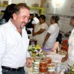 """El Presidente Municipal, José Antonio Agúndez Montaño, durante la inauguración de la 1ra Expo Pyme """"Hecho en BCS"""" (Fondo de Apoyo para la Pequeña y Mediana Empresa) en Los Cabos."""