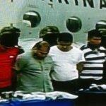 """Un grupo de ocho personas, a quienes las autoridades identificaron como """"matazetas"""", fueron detenidos por personal de la Secretaría de Marina (Semar) en Veracruz y a quienes señalaron como presuntos responsables del homicidio de 67 personas registradas en los últimos días en el estado."""