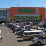 """La inversión de la """"Plaza Comercial Punto La Paz"""" significó un monto de 110 millones de pesos y una nómina de 350 empleos, directos e indirectos. 61 locales comerciales ofrecerán todo tipo de servicios."""