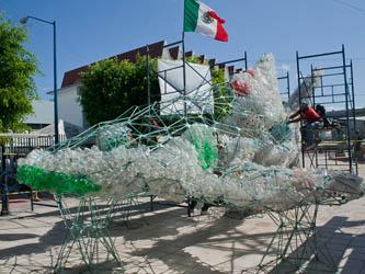 Será reconstruido el  tiburón ballena hecho de PET