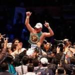 """Tras el combate, un sector del público comenzó a gritar el nombre de Julio César Chávez Jr., en señal del pobre nivel que mostró el rival del """"Canelo"""" y también esperando la pelea entre los dos grandes prospectos del boxeo mexicano."""