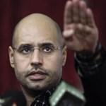 Seif al-Islam tenía una presencia impecable, llevaba la cabeza rapada y usaba anteojos de moda.