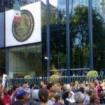 La Procuraduría General de la República (PGR) aclaró que no se ha emprendido acción legal alguna contra alguna de las 23 mil personas que firmaron la petición de que el Presidente Felipe Calderón fuera juzgado en la Corte Penal Internacional, acusado por la presunta comisión de crímenes de guerra y lesa humanidad.