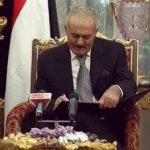 Los representantes del partido en el poder y los de partidos de oposición también firmaron otro acuerdo de implementación del plan, según el cual Saleh debe abandonar el poder en un plazo de tres meses.