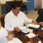 El secretario General de Gobierno, Armando Martínez Vega y el dirigente de la sección tercera del SNTE Guillermo Aguilar Villavicencio, firmaron la minuta con la que se concluye la revisión del pliego de demandas 2011.