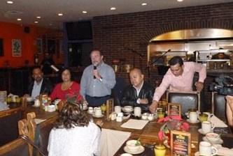 Desayuna el alcalde con medios de comunicación