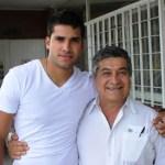 El karateka sudcaliforniano, se encuentra en esta ciudad para disfrutar las fiestas de fin de año al lado de su familia, siendo esta una de las pocas oportunidades que tiene para estar en casa, ya que su lugar de residencia es Monterrey, donde está cursando una carrera profesional en la Universidad Autónoma de Nuevo León.