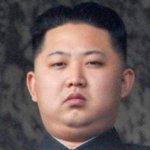Dada la edad e inexperiencia de Kim Jong Un -está a unos años de cumplir 30- hay interrogantes fuera de Corea del Norte sobre si cuenta con las capacidades para guiar a una nación que participa en negociaciones estancadas hace tiempo en torno a su programa nuclear y enfrenta décadas de dificultades económicas y escasez crónica de alimentos.