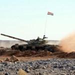 Dentro de un plan de entrenamiento, distintas unidades de la fuerza y la defensa aéreas de guerra, así como cazabombarderos y helicópteros de apoyo participaron en las maniobras al día siguiente de que Damasco aceptara recibir una misión de observadores árabes en medio de fuertes presiones internacionales.