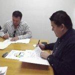 El M. en C. Gustavo Rodolfo Cruz Chávez, Rector, y el C. Alfonso López Mendoza, Presidente del Consejo Directivo de Fundación Produce BCS A.C., signaron convenio de colaboración.