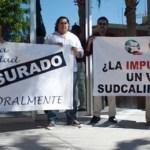 """Lo que hace Villavicencio es """"una simulación"""", aseguró el abogado, ya que, detalla, a Villavicencio Garayzar le molesta no haber actuado adecuadamente, y lo sabe. Carlos Villavicencio, expone De la Rosa Escalante, no impugnó el proceso electoral."""