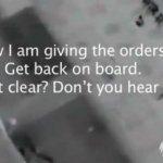 """""""Ahora, yo estoy dando las órdenes, regrese al barco capitán, ¿está claro? ¿me escucha?, escuchó el capitán del crucero Costa Concordia, Francesco Schettino cuando se encontraba en uno de los botes salvavidas y los pasajeros aún permanecían en el navío."""