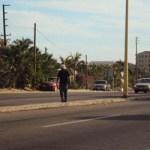 Sin precaución cruzó la carretera sin imaginarse que un auto a alta velocidad, sería la causa de su muerte.
