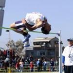 Otro segundo lugar fue para Francisco Javier en la prueba de salto de altura, manteniendo una férrea pelea contra el representante de Baja California y fue en las faltas cometidas que se decidió el primer lugar para el local.