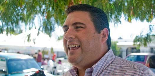 Entrega el Gobierno títulos firmados por Carlos Mendoza denuncia Barroso