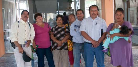 """A dos semanas de su plantón frente a Palacio de Gobierno las familias de La Pasión """"C"""", lideradas por Antorcha Campesina, preparan el día jueves a partir de las 7 de la mañana una marcha con el propósito de urgir al gobierno del Estado a actuar."""