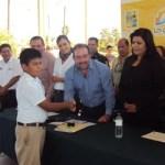 Antonio Agúndez Montaño, Presidente Municipal de Los Cabos, hizo entrega de material de limpieza personal, de intendencia, de oficina y deportivo.