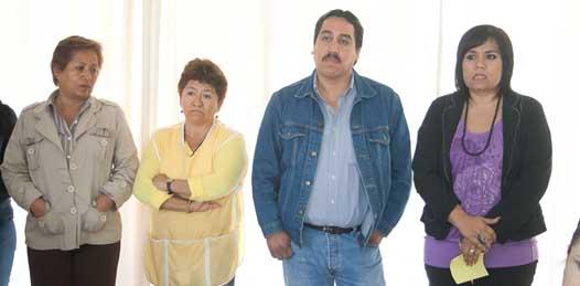 Que no les deben quincenas ni aguinaldos aclaran trabajadores del PRD