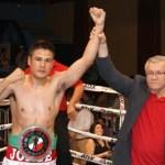 Ante una buena entrada en el gimnasio auditorio de esta ciudad capital de La Paz, Jorge Martínez terminó finalmente por ceñirse el cinturón al completar la obra en el segundo round.