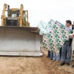 Con una inversión del orden de los 40 millones de pesos, el Gobierno del Estado y la Secretaría de Comunicaciones y Transportes iniciaron la construcción de la carretera a la Laguna Ojo de Liebre en acto encabezado por el Gobernador Marcos Covarrubias Villaseñor.