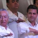 """""""Cuando usted asuma la primera magistratura, México volverá a tener el gobierno, después de 12 años de abandono de los problemas nacionales, después de 12 años de ineficiencia, de resultados negativos, 12 años de fidelidad sin rumbo, finalmente los mexicanos vamos a tener un gobierno comprometido con la gente, un gobierno con proyecto hacia el desarrollo nacional"""", manifestó González Cuevas."""