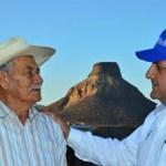 """""""México necesita seguir por esa ruta del desarrollo, por eso, además de dotar de vivienda a los trabajadores, también generaremos mayor estabilidad en la dinámica familiar, crearemos más empleos y reactivaremos la economía"""", dijo Mendoza Davis ante habitantes de La Poza, Las Barrancas, Pancho Villa, San Isidro y La Purísima."""