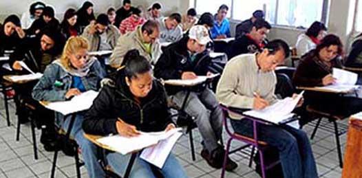 1,287 maestros en Baja California Sur (BCS), de un total de 1,677 inscritos en carrera magisterial, realizaron la Evaluación Universal este fin de semana, es decir, 80.6%.