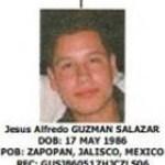 Fuerzas armadas lograron la detención de Jesús Alfredo Guzmán Salazar, quien es buscado en EU por presuntamente lavar miles de dólares de la organización criminal que liderea su padre, Joaquín Guzmán Loera, El Chapo, quien dirige el cartel de Sinaloa.