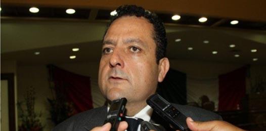 """Por  realizar  afirmaciones calumniosas, injuriosas y """"denostativas"""" en contra de Carlos Mendoza, su rival panista, Barroso Agramont, candidato al Senado por el PRI fue denunciado ante el Consejo Distrital Electoral 2 de Baja California Sur."""